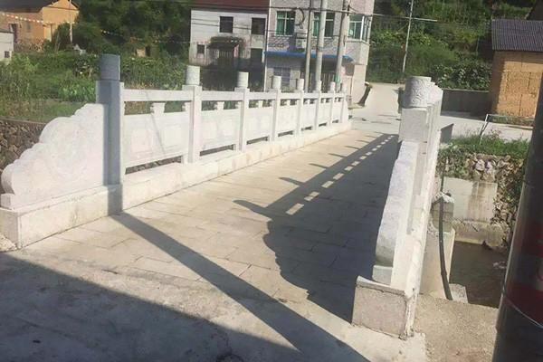 公司为皂树村建造村桥